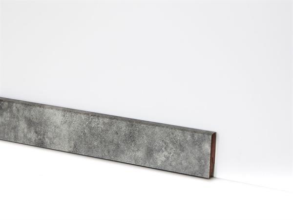 Check Vinyl Sockelleiste Nr. 2121 mit 18 x 58 x 2400 mm abgestimmt zum Dekor Baldeney Schiefer