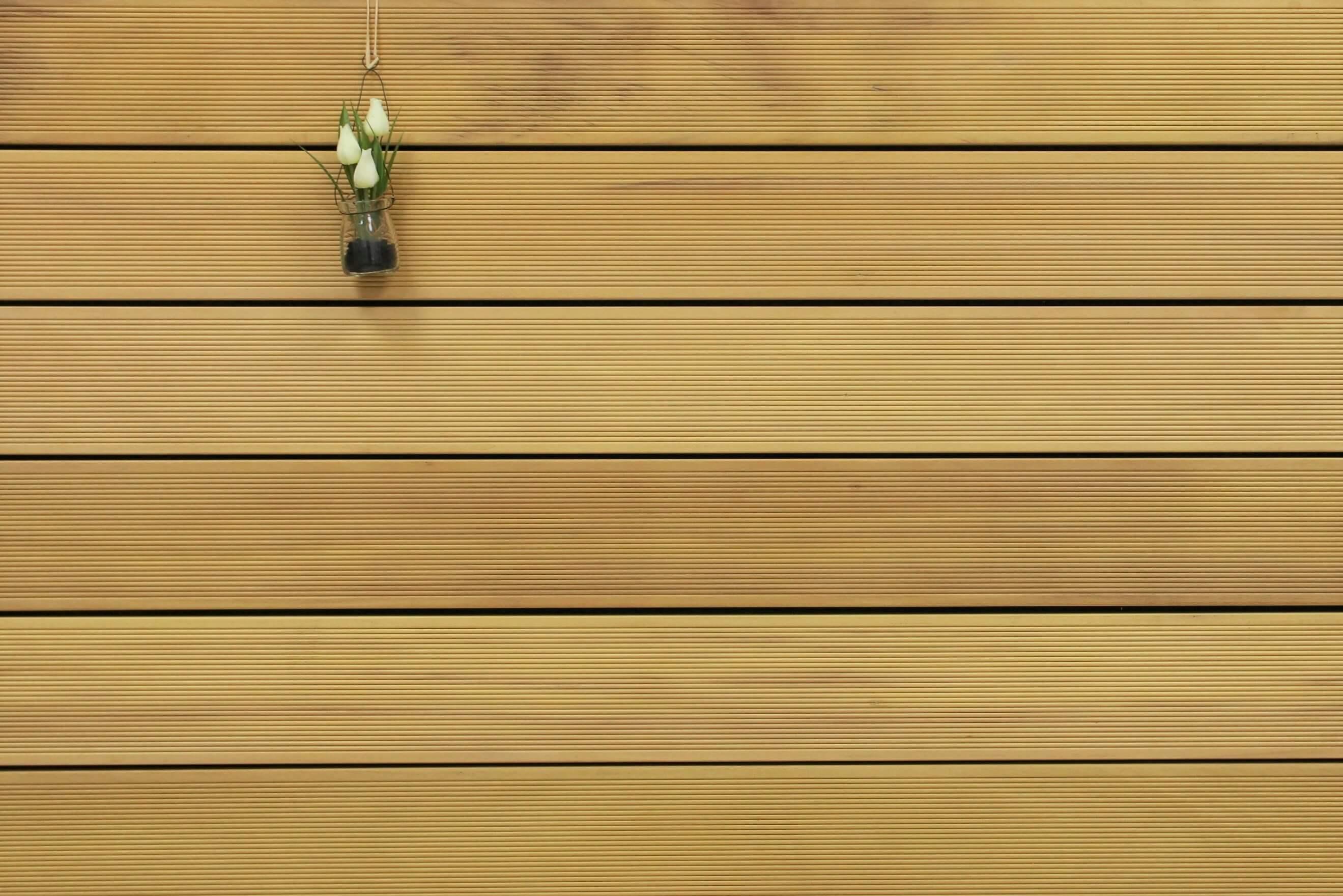 Garapa Holz Dielen für die Terrasse, 9,90 €/lfm, Premium (KD) fein gerillt, 25 x 145 bis 6100 mm, Terrassendielen Bretter