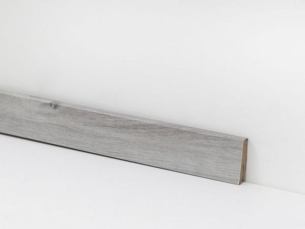 Check Vinyl Sockelleiste Nr. 2416 mit 18 x 58 x 2400 mm abgestimmt zum Dekor Caroline Eiche