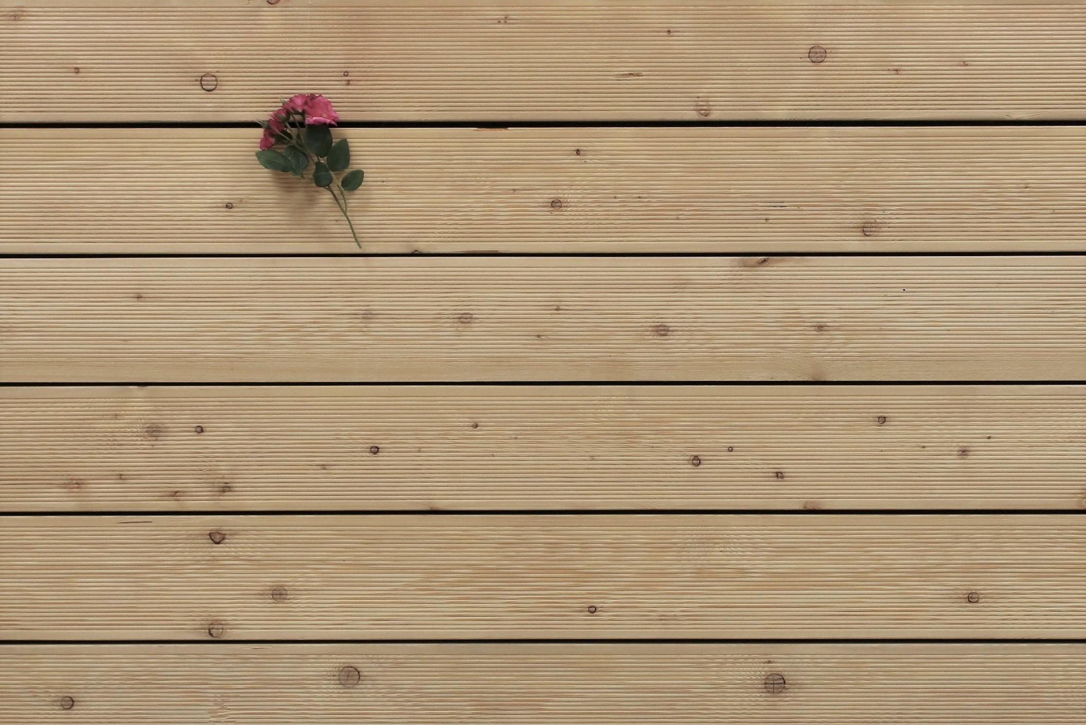 Terrassendielen Sibirische Lärche, AB Sortierung, 26 x 143 bis 6000 mm, fein gerillt für 6,95 €/lfm