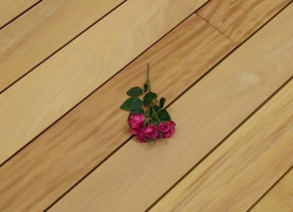 Terrassendielen Garapa Premium (KD) 21 x 125 bis 2750 mm, glatt, mit Wechselfalz und stirnseitig Nut / Feder Verbindung für 8,90 €/lfm