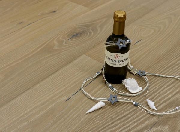 Parkett Eiche Galicien aus der Serie Vinum, Markant, wärmebehandelt, gebürstet, gekalkt, extrem matt weiß lackiert, Soft Lock Klick Verbindung, 14 x 180 x 2200 mm