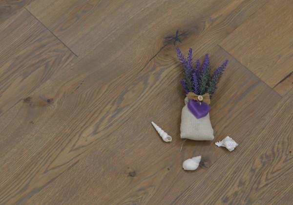 Parkett Eiche Mailand aus der Serie Italia, Markant (Natur / Select), gebürstet, mit Rubio Monocoat R310 Gris Belge geölt, Drop Down Klick Verbindung, Sonderanfertigung nach Kundenwunsch, 14 x 190 x 1900 mm