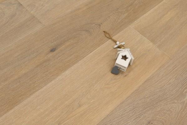 Parkett Eiche Arezzo aus der Serie Italia, Natur, gebürstet, mit Rubio Monocoat R331 weiß geölt, Drop Down Klick Verbindung, Sonderanfertigung nach Kundenwunsch, 14 x 190 x 1900 mm