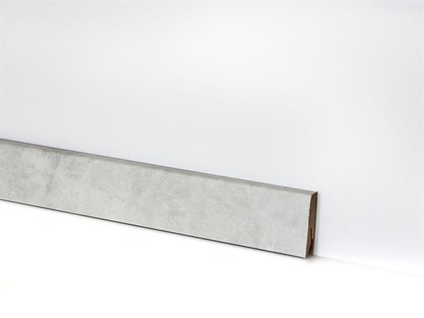 Check Vinyl Sockelleiste Nr. 2125 mit 18 x 58 x 2400 mm abgestimmt zum Deko Meiderich Travertin