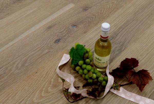 Parkett Eiche Sardinien aus der Serie Vinum, Markant, wärmebehandelt, gebürstet, gekalkt, mit Masteröl weiß geölt, Soft Lock Klick Verbindung, 14 x 180 x 2200 mm