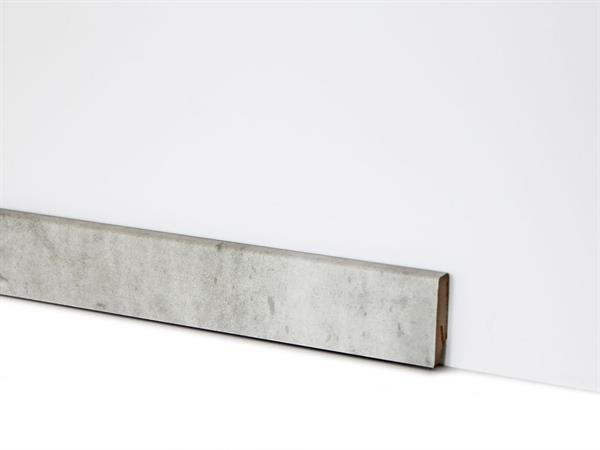 Check Vinyl Sockelleiste Nr. 2118 mit 18 x 58 x 2400 mm abgestimmt zum Dekor Riemke Beton