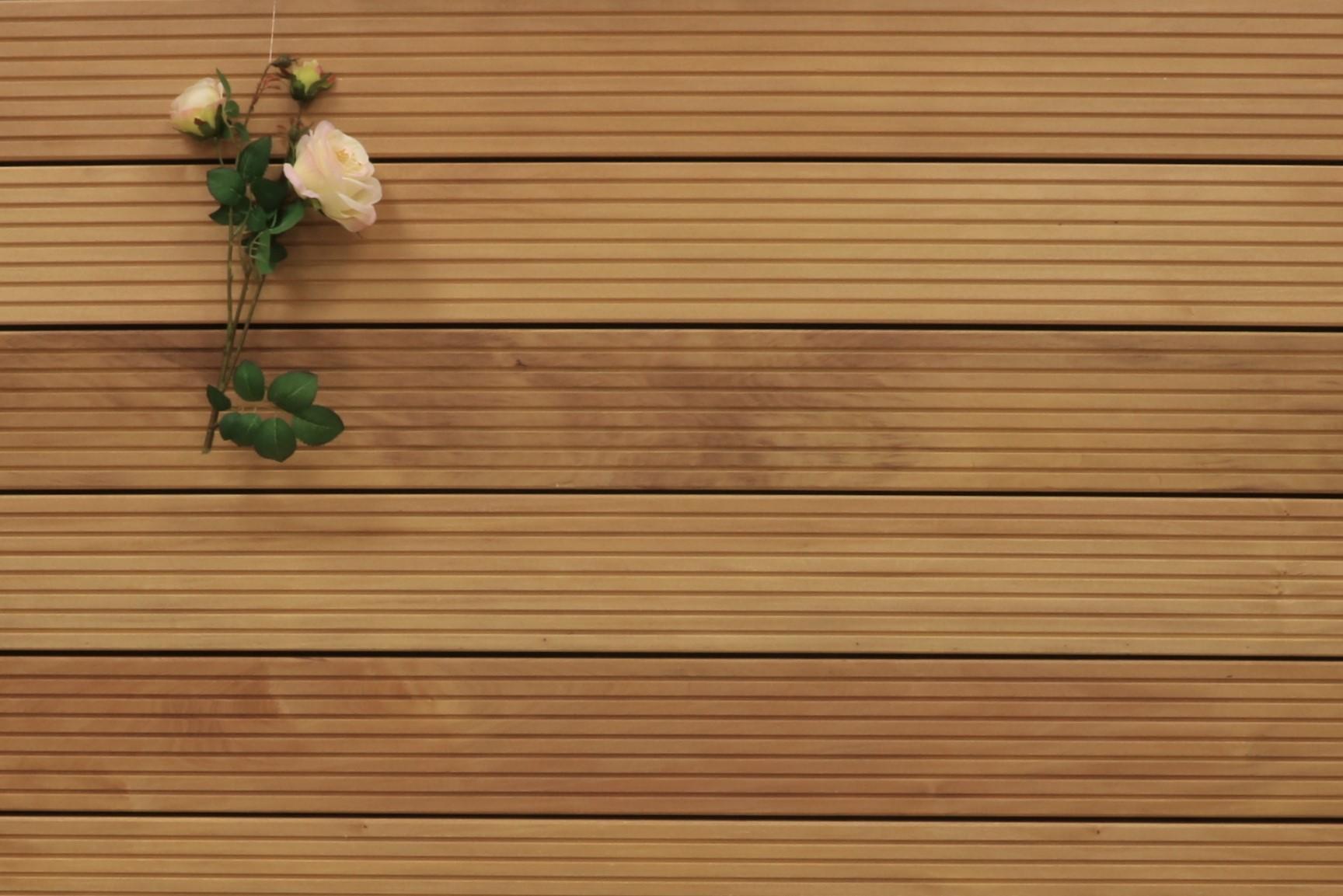 Garapa Holz Dielen für die Terrasse, 19,90 €/lfm, Premium (KD) grob genutet, 45 x 145 bis 6100 mm, Terrassendielen Bretter