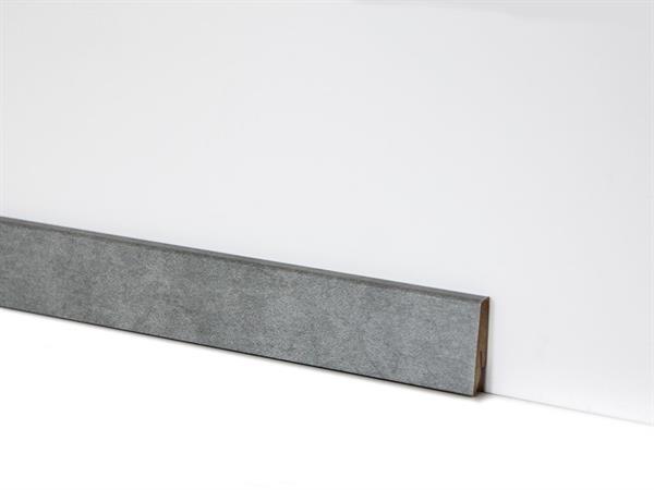 Check Vinyl Sockelleiste Nr. 2119 mit 18 x 58 x 2400 mm abgestimmt zum Dekor Stadtwald Beton