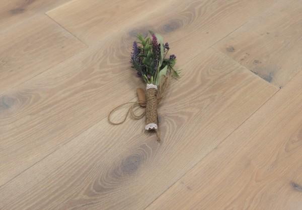 Parkett Eiche Cher aus der Serie Provence, gebürstet, mit Rubio Monocoat R308 Cotton White geölt, Välinge 5G Klick Verbindung, Sonderanfertigung nach Kundenwunsch, 14 x 190 (220) x 1900 (2200) mm